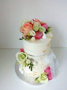 Svatební dort s jedlým zlatem