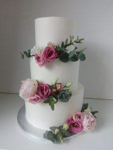 krémový dort s růžemi
