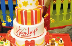 Hamleys firemní dort