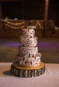 Svatební dort ve stylu dřeva