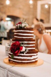 Nahý dort s květy